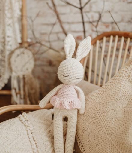 Iepuras amigurumi crosetat handmade